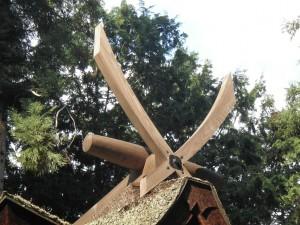千木(外削ぎ)・鰹木